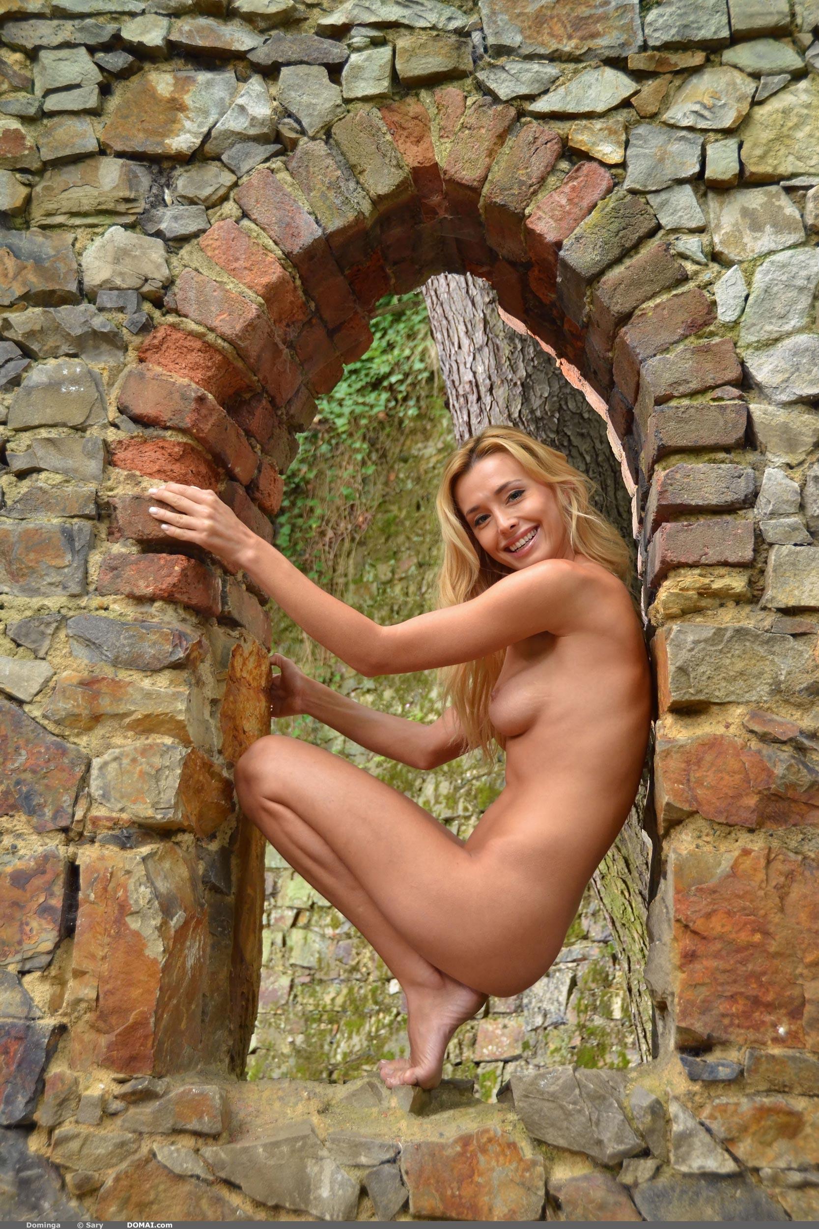 Beautiful nude girl domai